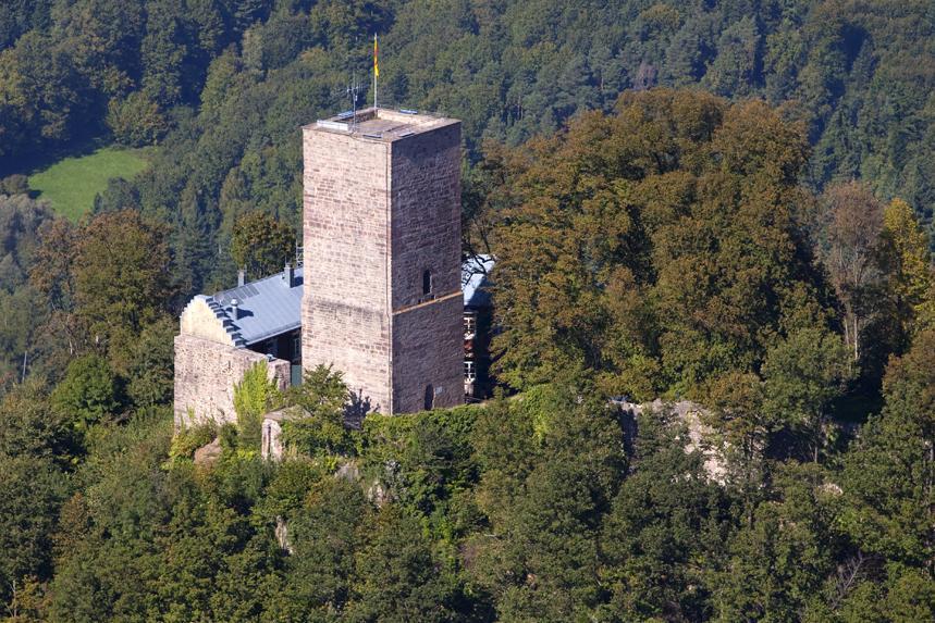 Luftaufnahme der Yburg; Foto: Staatliche Schlösser und Gärten Baden-Württemberg, Achim Mende