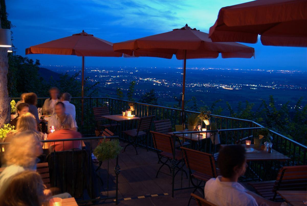 Restaurant von der Yburg; Foto: Chris Wegehaupt