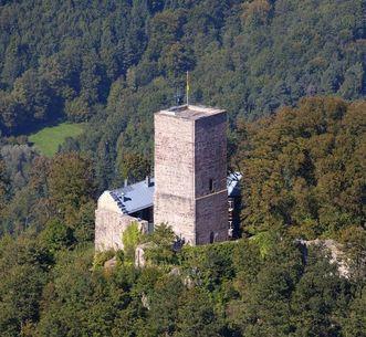 Der westliche Bergfried aus Vogelperspektive