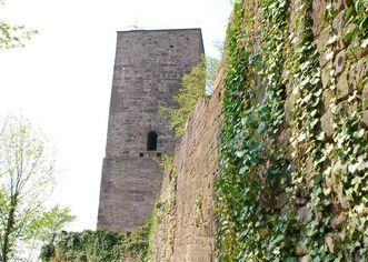 Außenmauer der Yburg