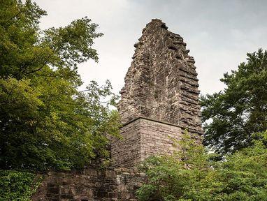 Yburg bei Baden-Baden, kaputte Mauer auf der Burg