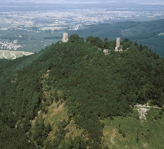 Yburg mit Burganlage von Südosten