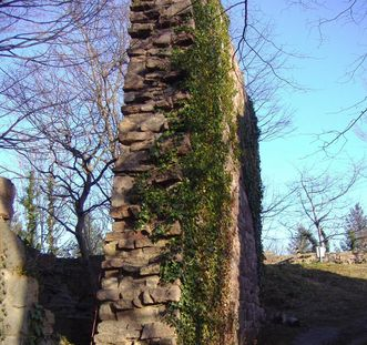 Mauer der Yburg; Foto: Chris Wegehaupt
